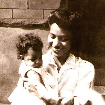 Image of Mabel Morris and her daughter